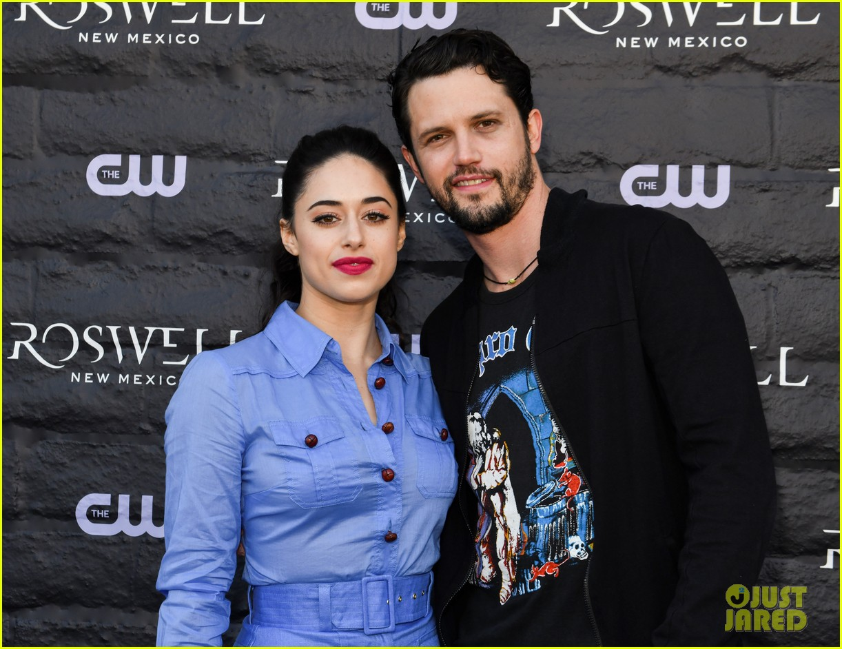 tyler blackburn joins jeanine mason nathan parsons at roswell new mexico premiere 02