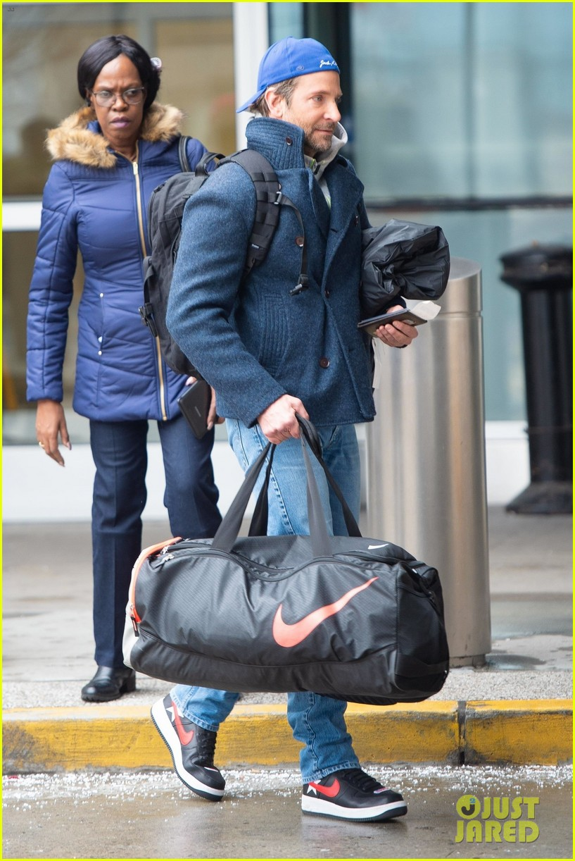 Go Patriots >> Bradley Cooper Looks Sporty While Arriving at Airport in New York City: Photo 4213778 | Bradley ...