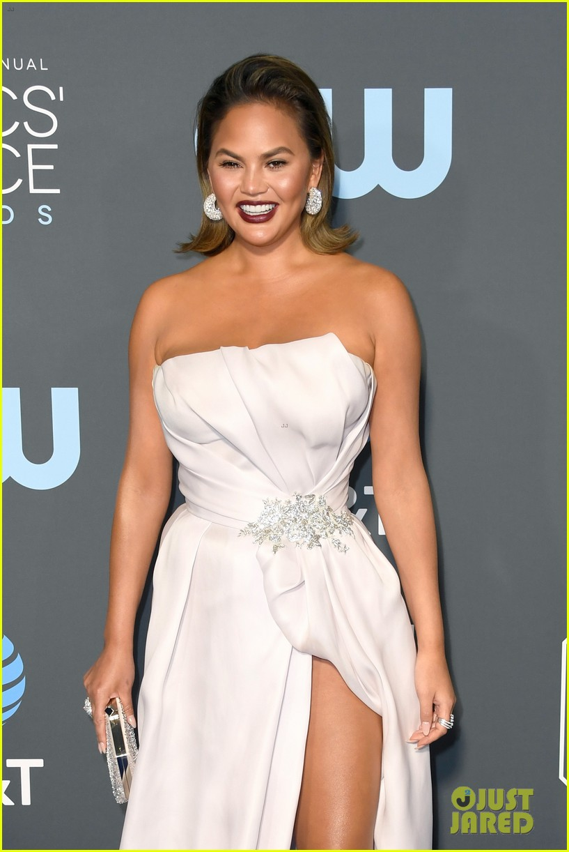 chrissy teigen john legend 2019 critics choice awards 04