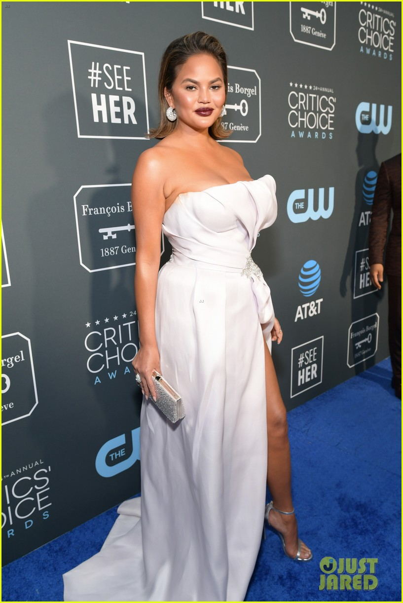 chrissy teigen john legend 2019 critics choice awards 10