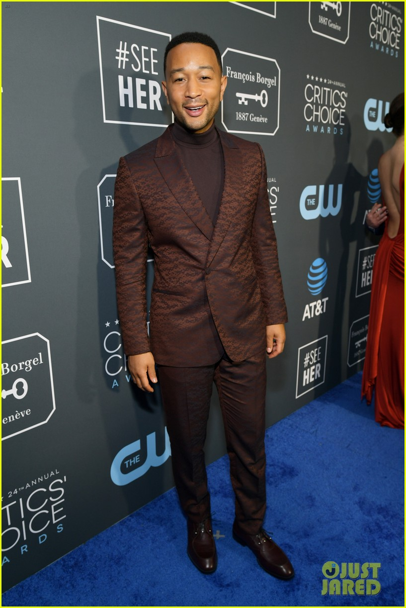 chrissy teigen john legend 2019 critics choice awards 11