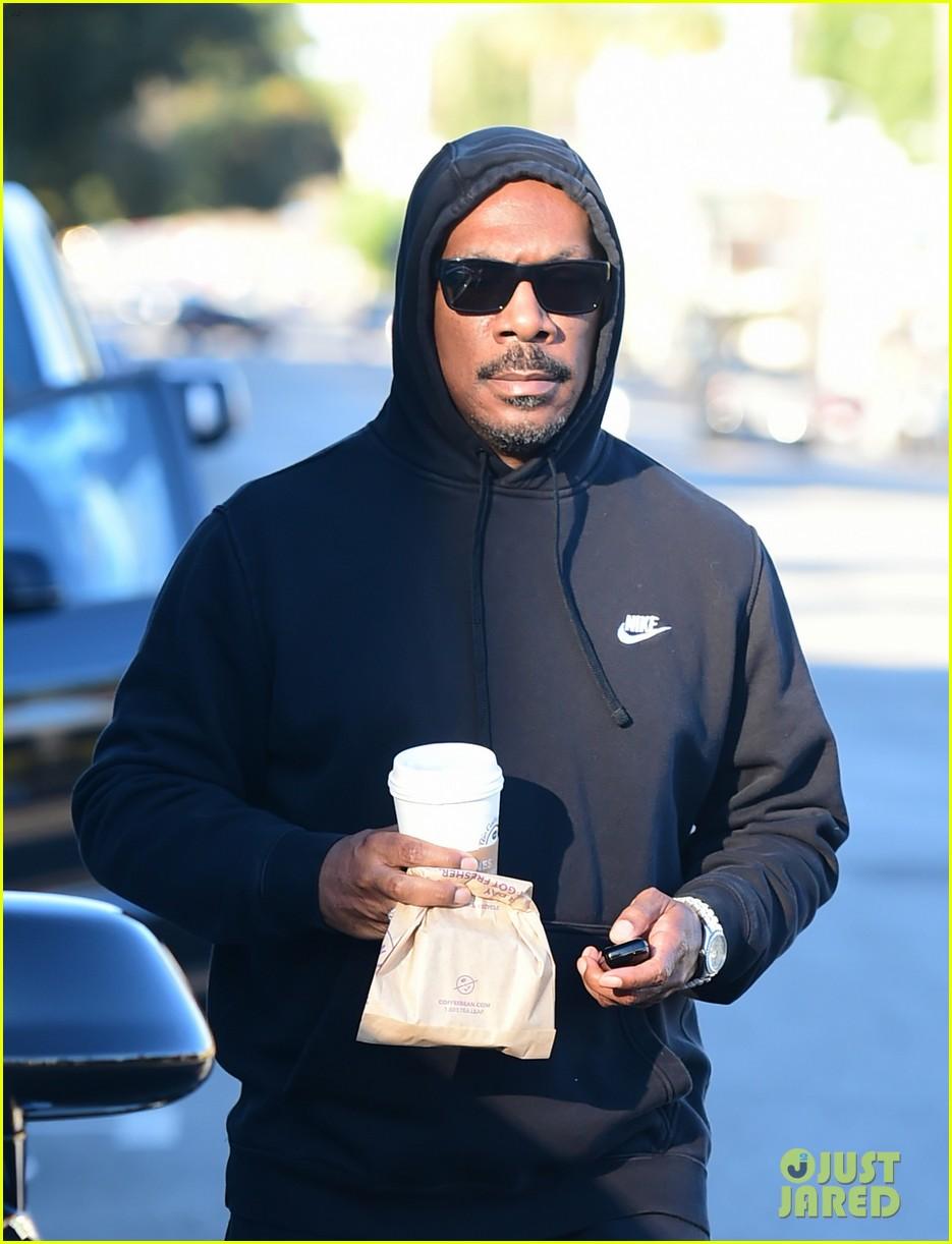 eddie murphy goes for coffee run in la 024214082