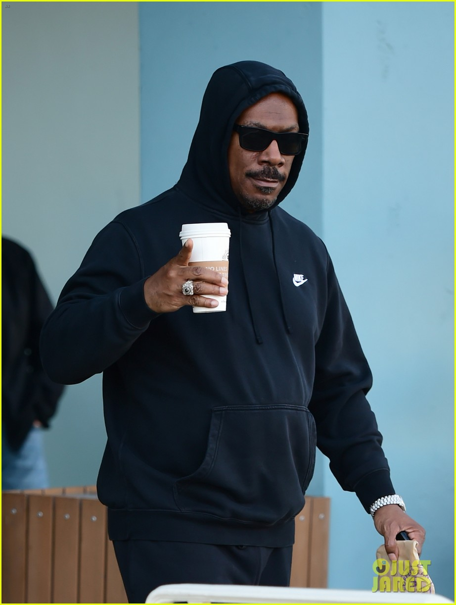eddie murphy goes for coffee run in la 034214083