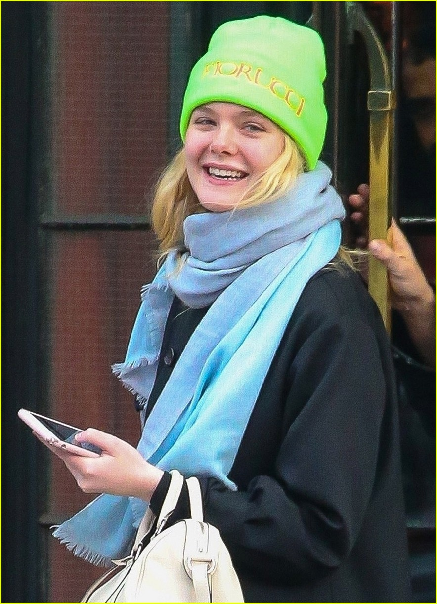 dakota fanning works out in la as sister elle steps out in nyc 13
