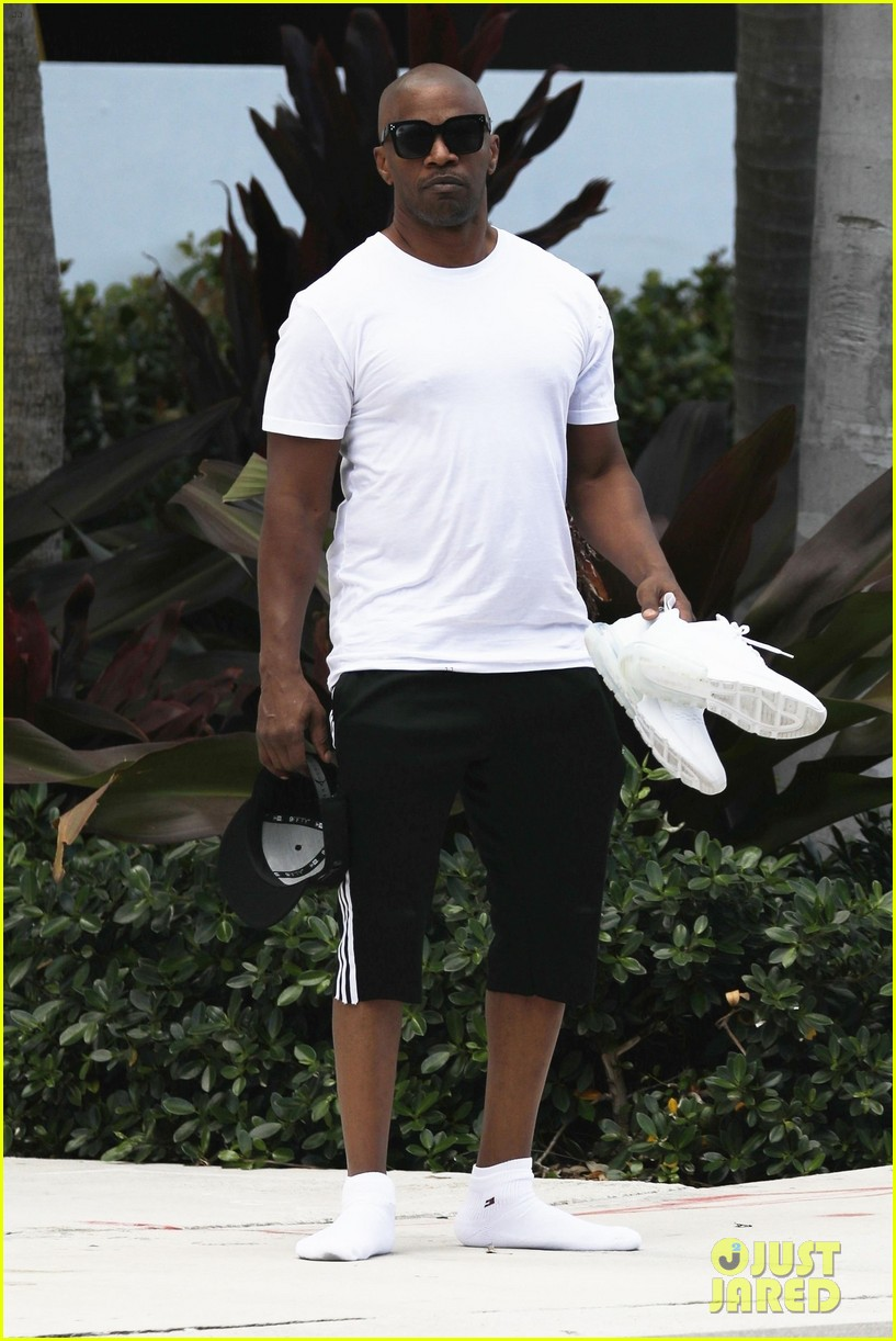 jamie foxx spends time with daughters after spending holidays with katie holmes 024204452