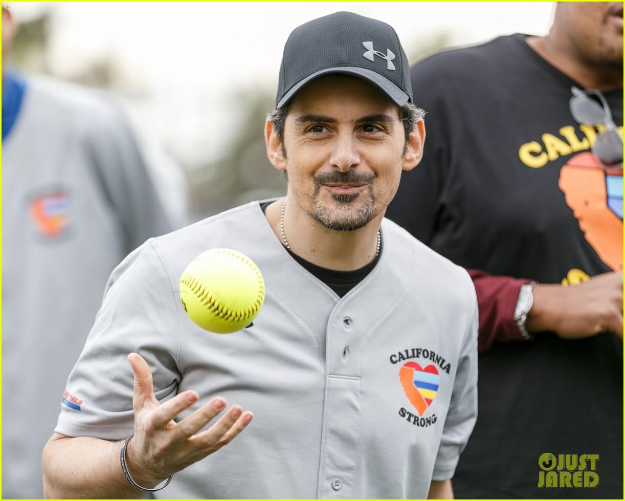 jamie foxx adam sandler zachary levi more team up for celebrity softball benefit game 05
