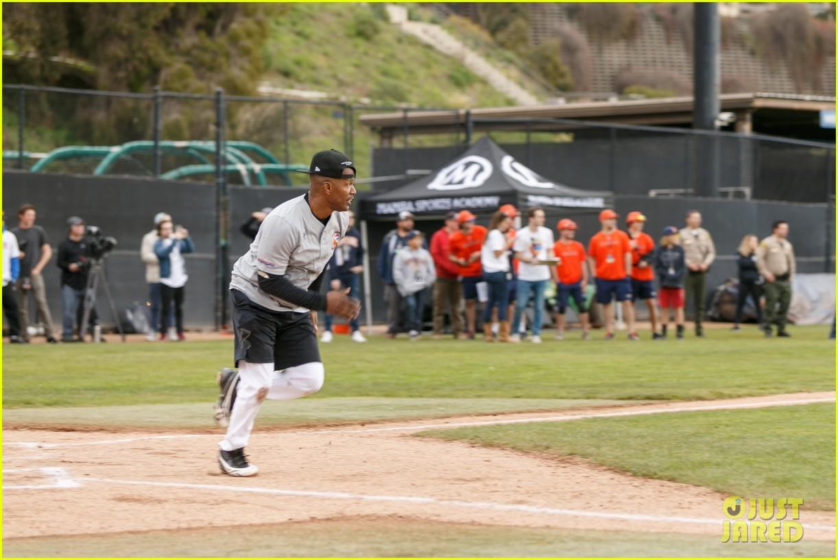 jamie foxx adam sandler zachary levi more team up for celebrity softball benefit game 17