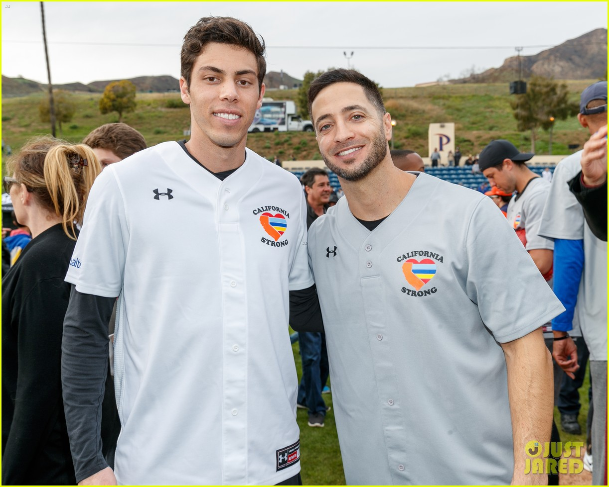 jamie foxx adam sandler zachary levi more team up for celebrity softball benefit game 21