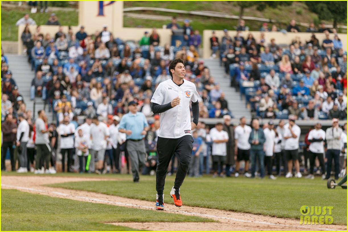 jamie foxx adam sandler zachary levi more team up for celebrity softball benefit game 22