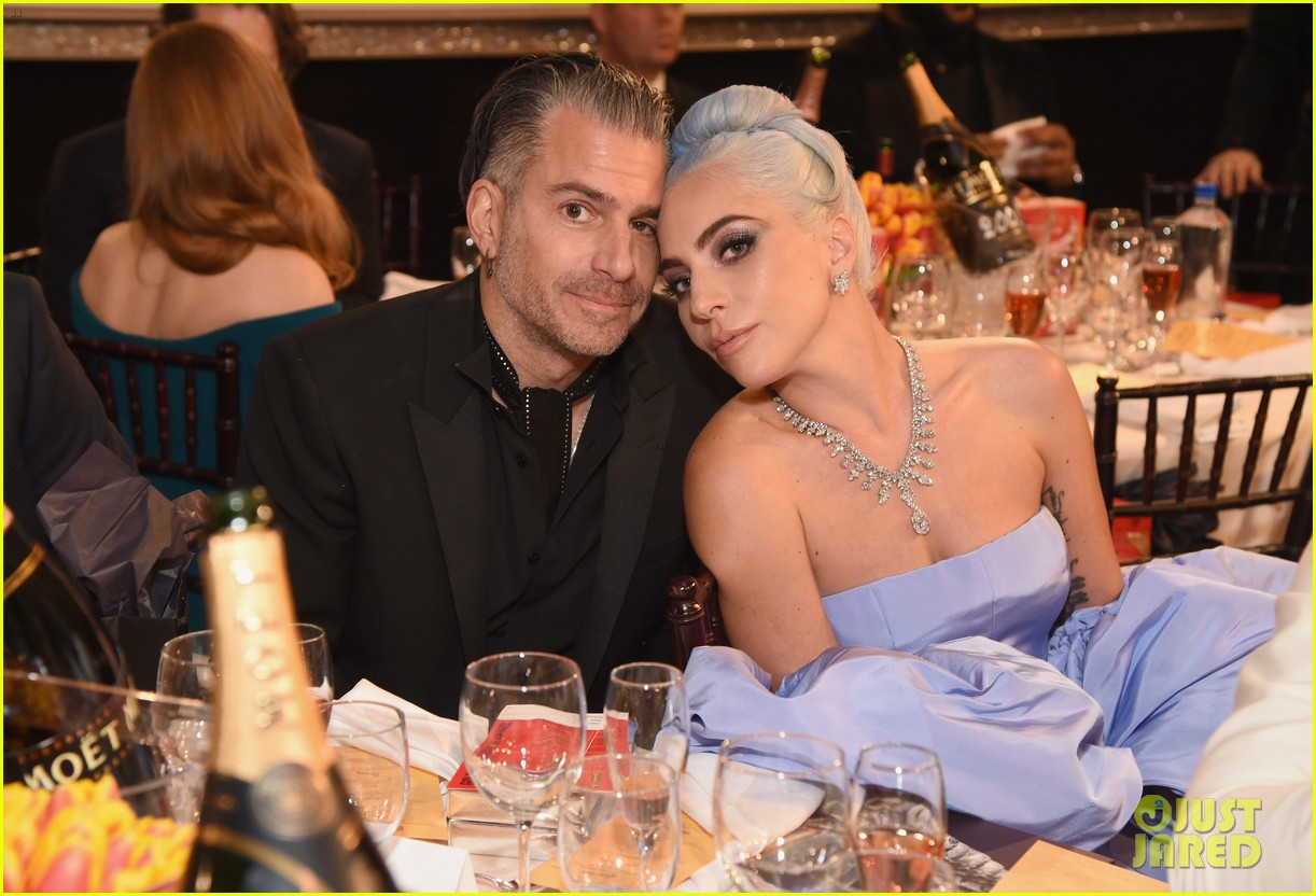 lady gaga christian carino golden globes 2019 034207159
