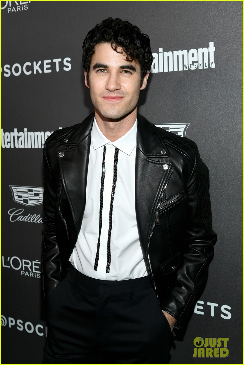 darren criss henry golding looks so suave at ew pre sag party 034217301