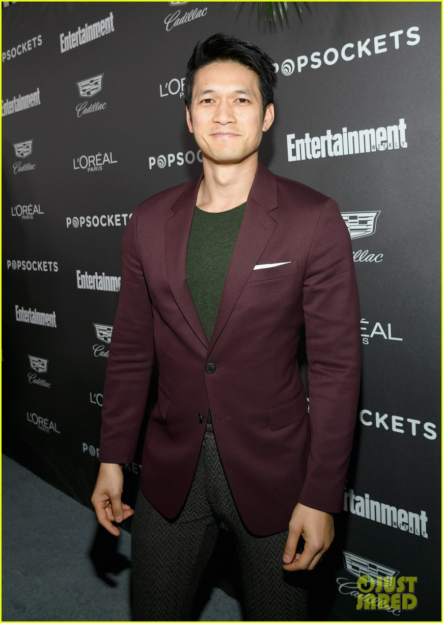 darren criss henry golding looks so suave at ew pre sag party 044217302