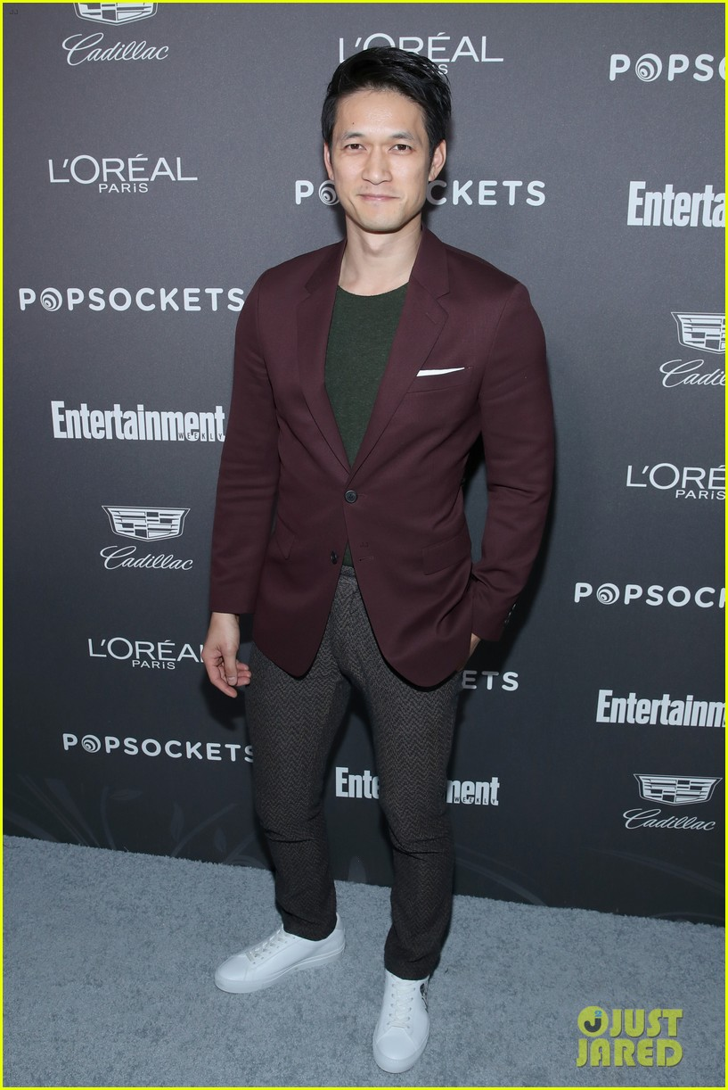 darren criss henry golding looks so suave at ew pre sag party 094217307