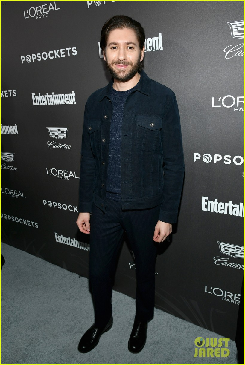 darren criss henry golding looks so suave at ew pre sag party 114217309