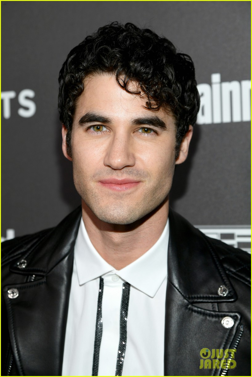 darren criss henry golding looks so suave at ew pre sag party 134217311