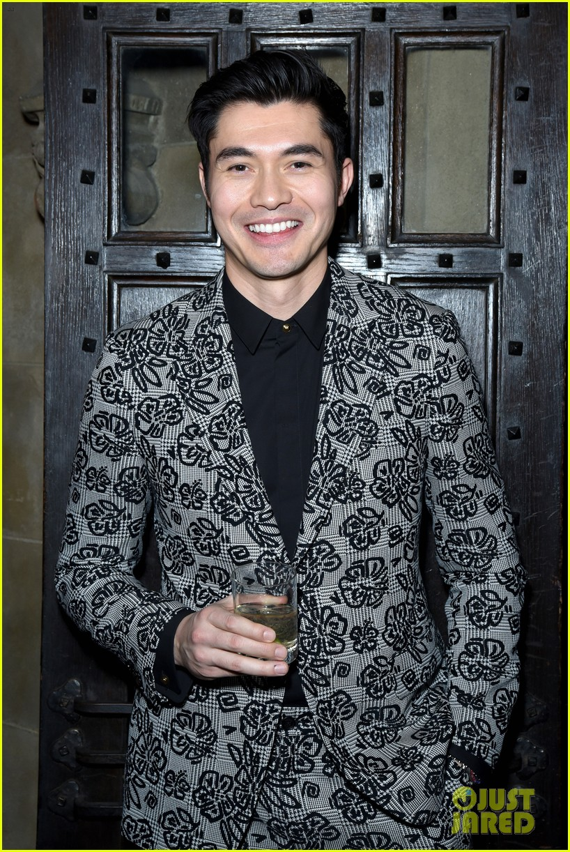 darren criss henry golding looks so suave at ew pre sag party 164217314