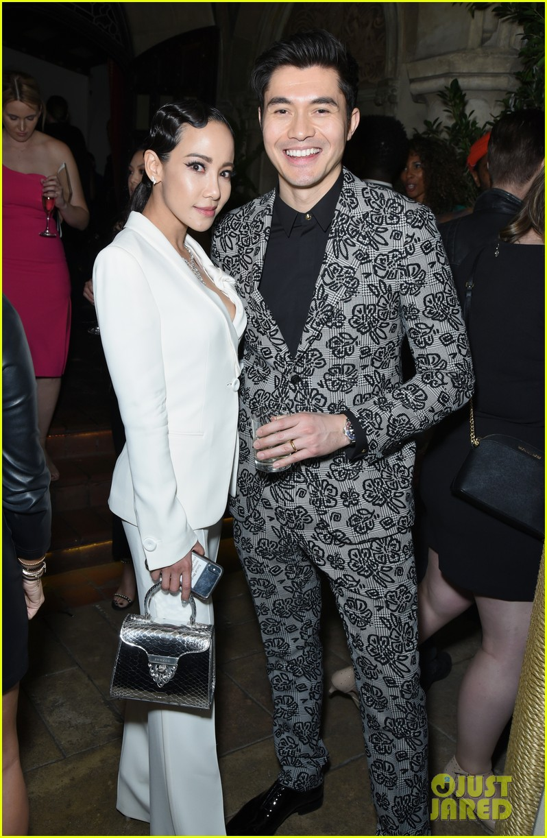 darren criss henry golding looks so suave at ew pre sag party 194217317
