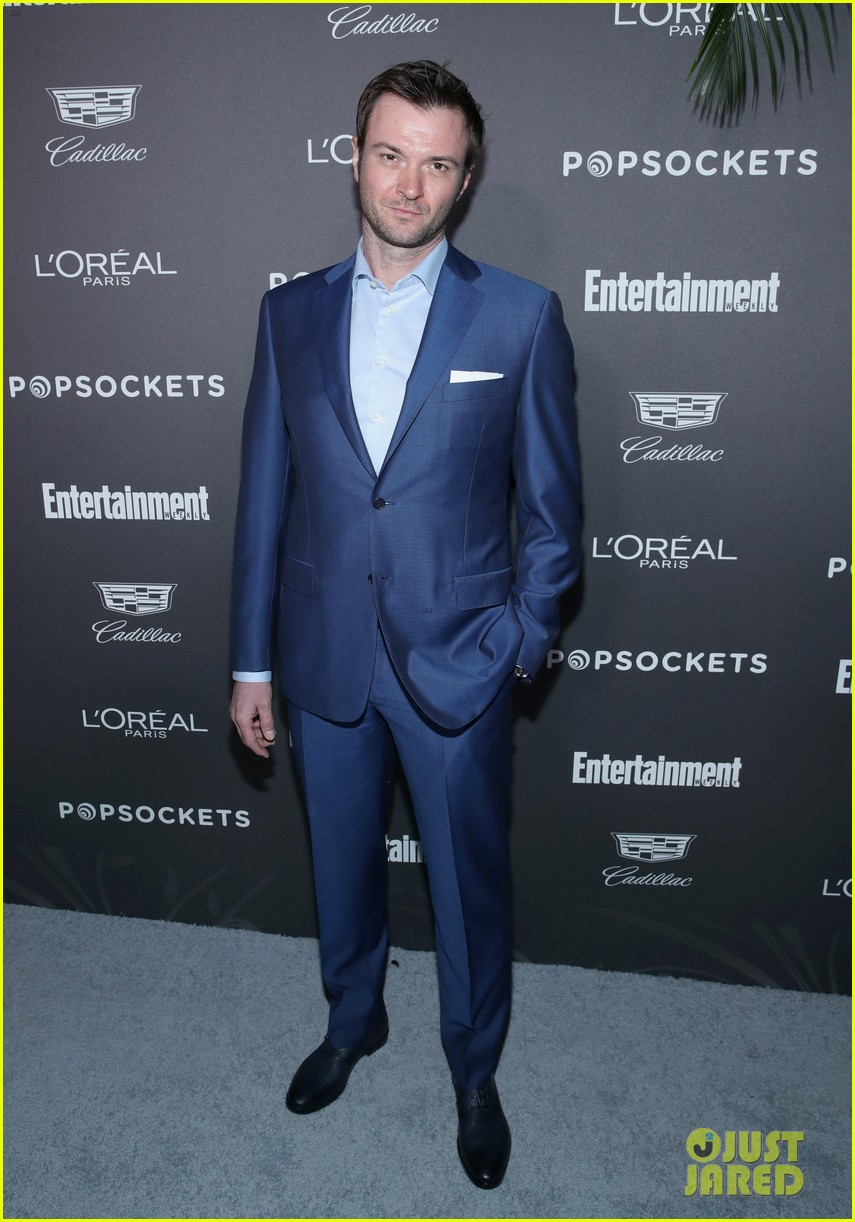 darren criss henry golding looks so suave at ew pre sag party 214217319