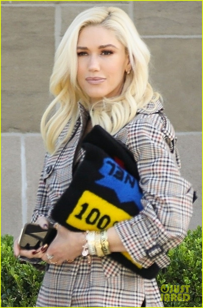 gwen stefani starts off her sunday with church 034217852