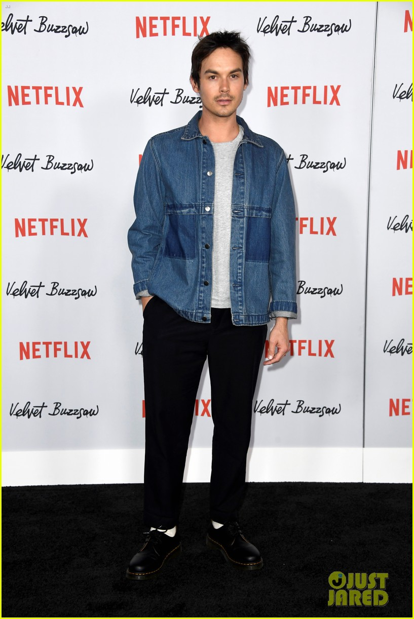jake gyllenhaal and billy magnussen join velvet buzzsaw cast at premiere 054219535