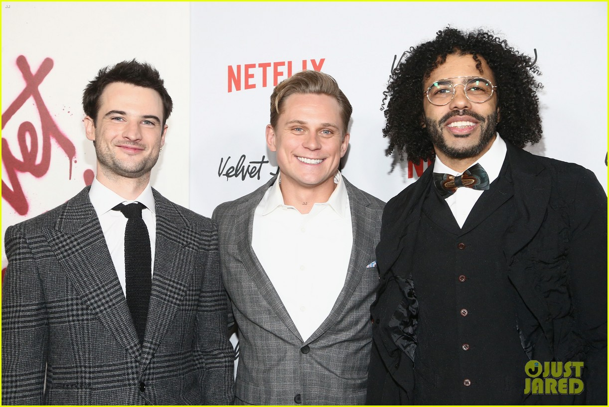 jake gyllenhaal and billy magnussen join velvet buzzsaw cast at premiere 324219562
