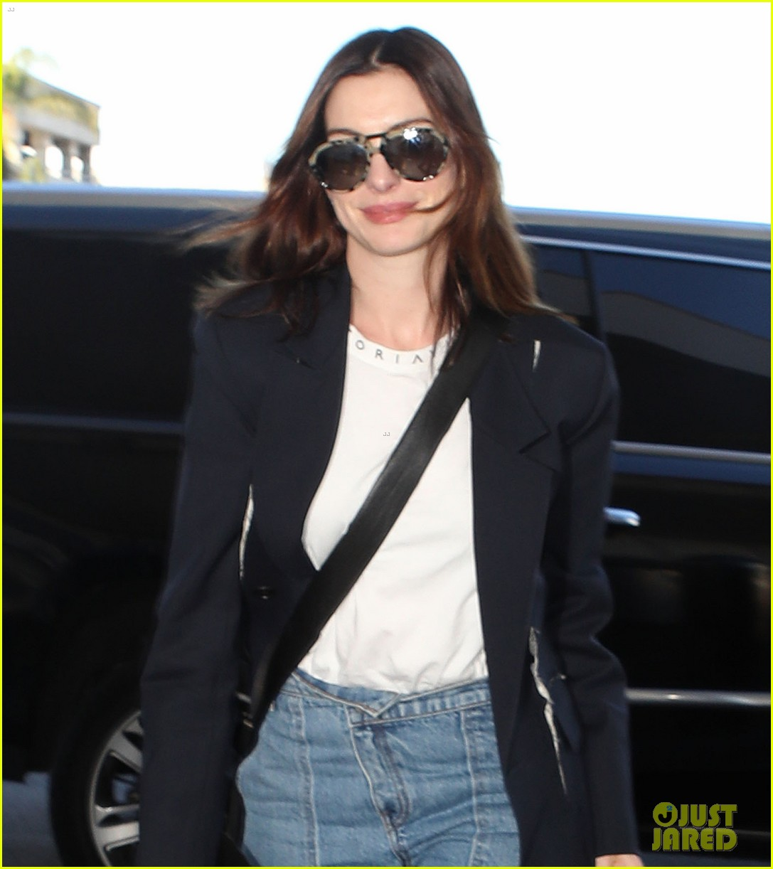 Anne Hathaway Movie 2019: Anne Hathaway Flies To New York For More 'Serenity' Press