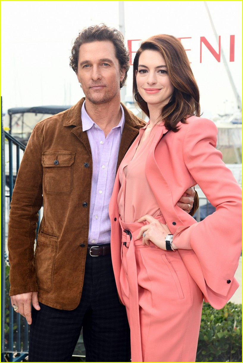 anne hathaway and matthew mcconaughey look sharp at serenity photo call 01