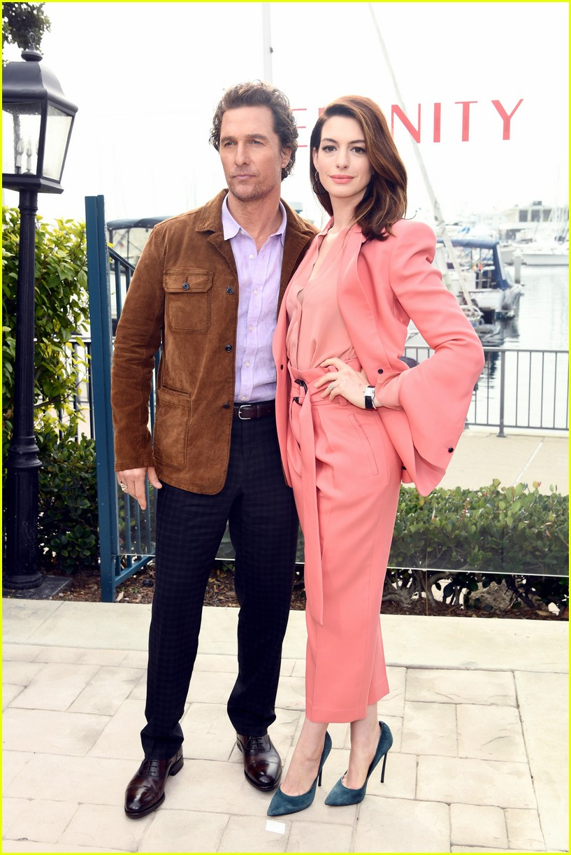 anne hathaway and matthew mcconaughey look sharp at serenity photo call 02