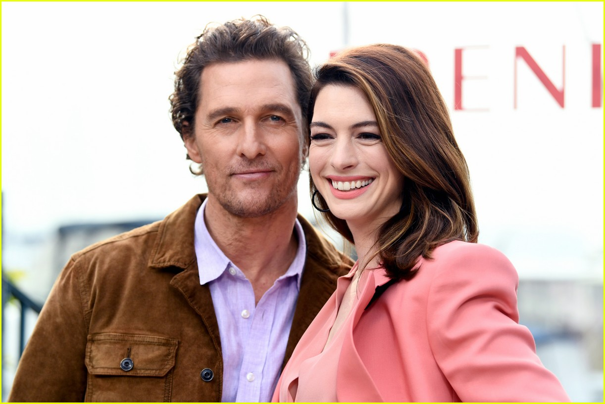 anne hathaway and matthew mcconaughey look sharp at serenity photo call 03
