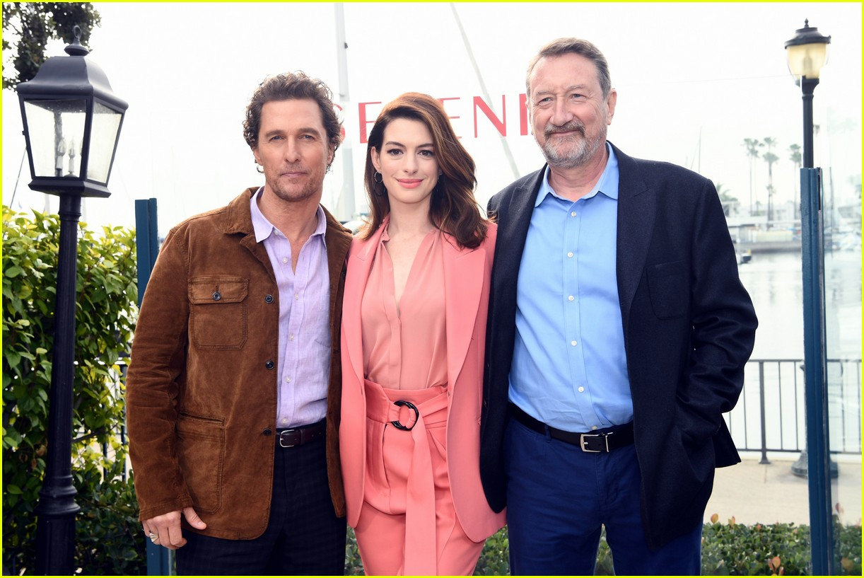 anne hathaway and matthew mcconaughey look sharp at serenity photo call 04