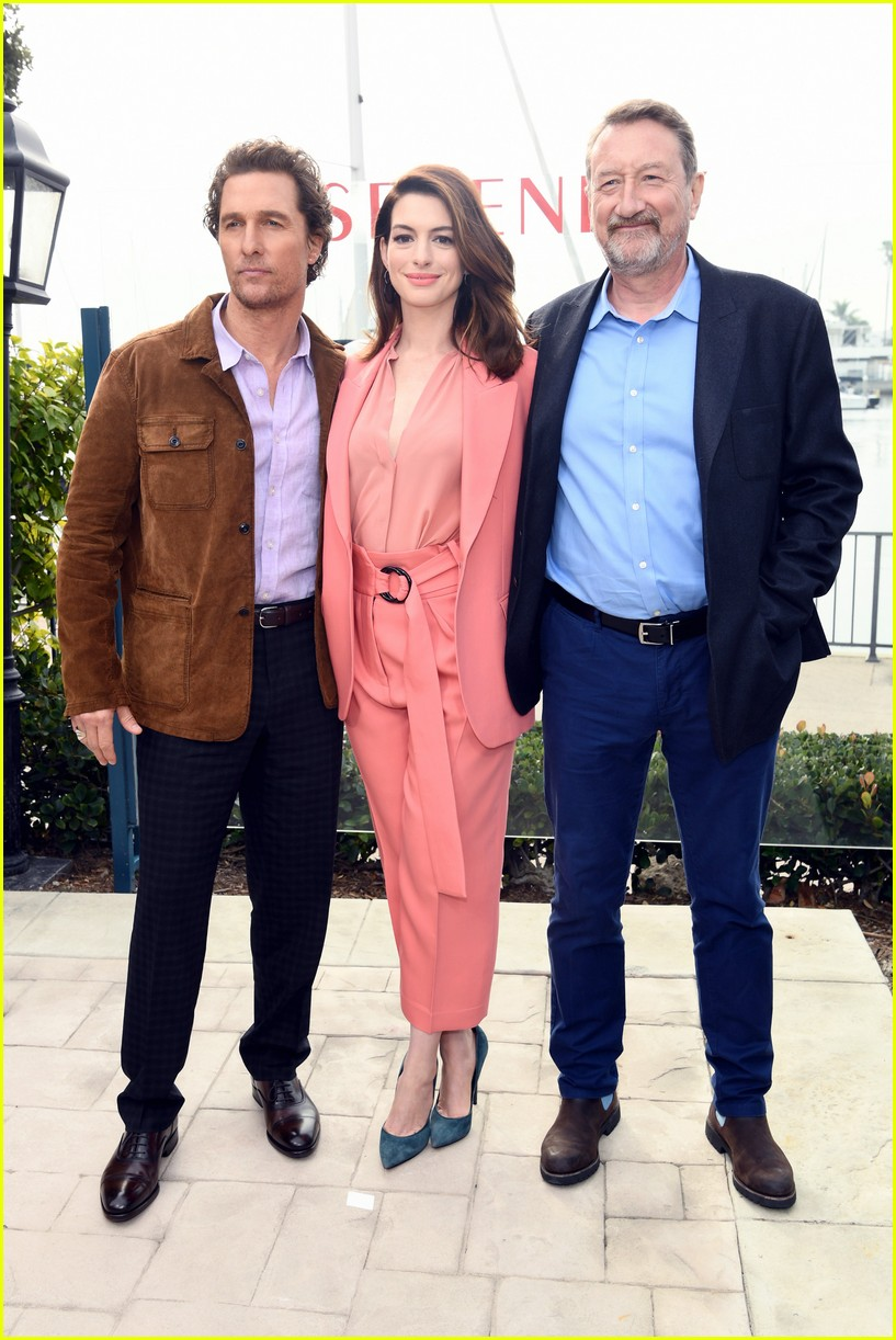 anne hathaway and matthew mcconaughey look sharp at serenity photo call 06