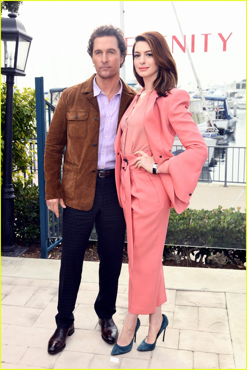anne hathaway and matthew mcconaughey look sharp at serenity photo call 07