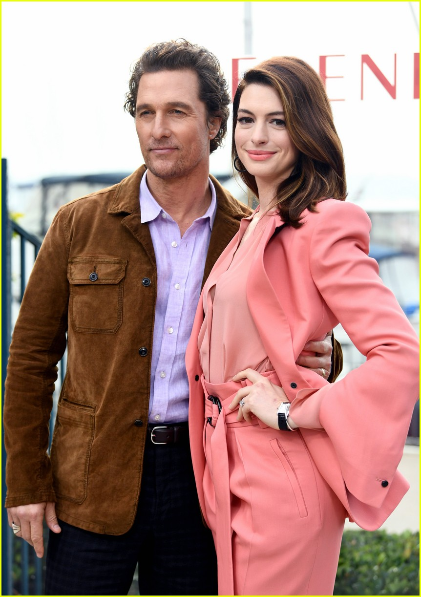 anne hathaway and matthew mcconaughey look sharp at serenity photo call 09