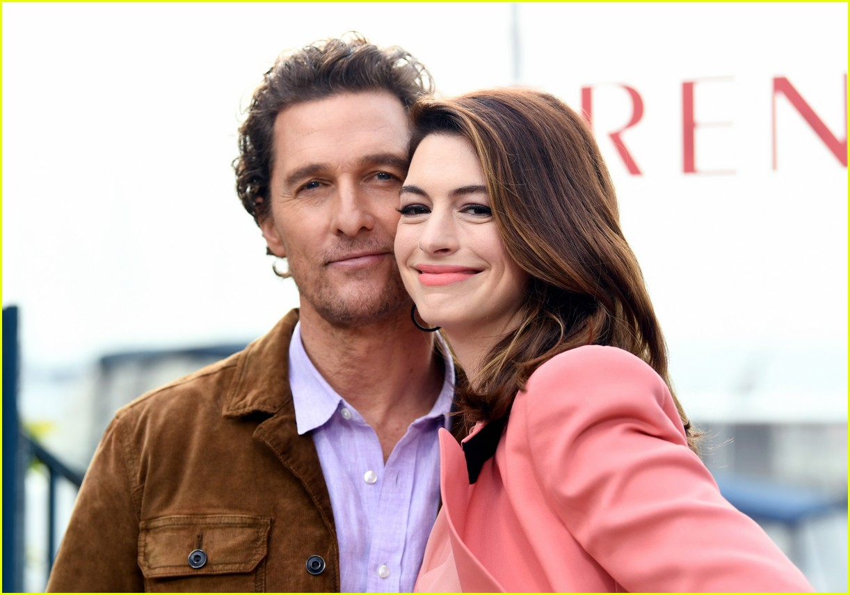 anne hathaway and matthew mcconaughey look sharp at serenity photo call 10
