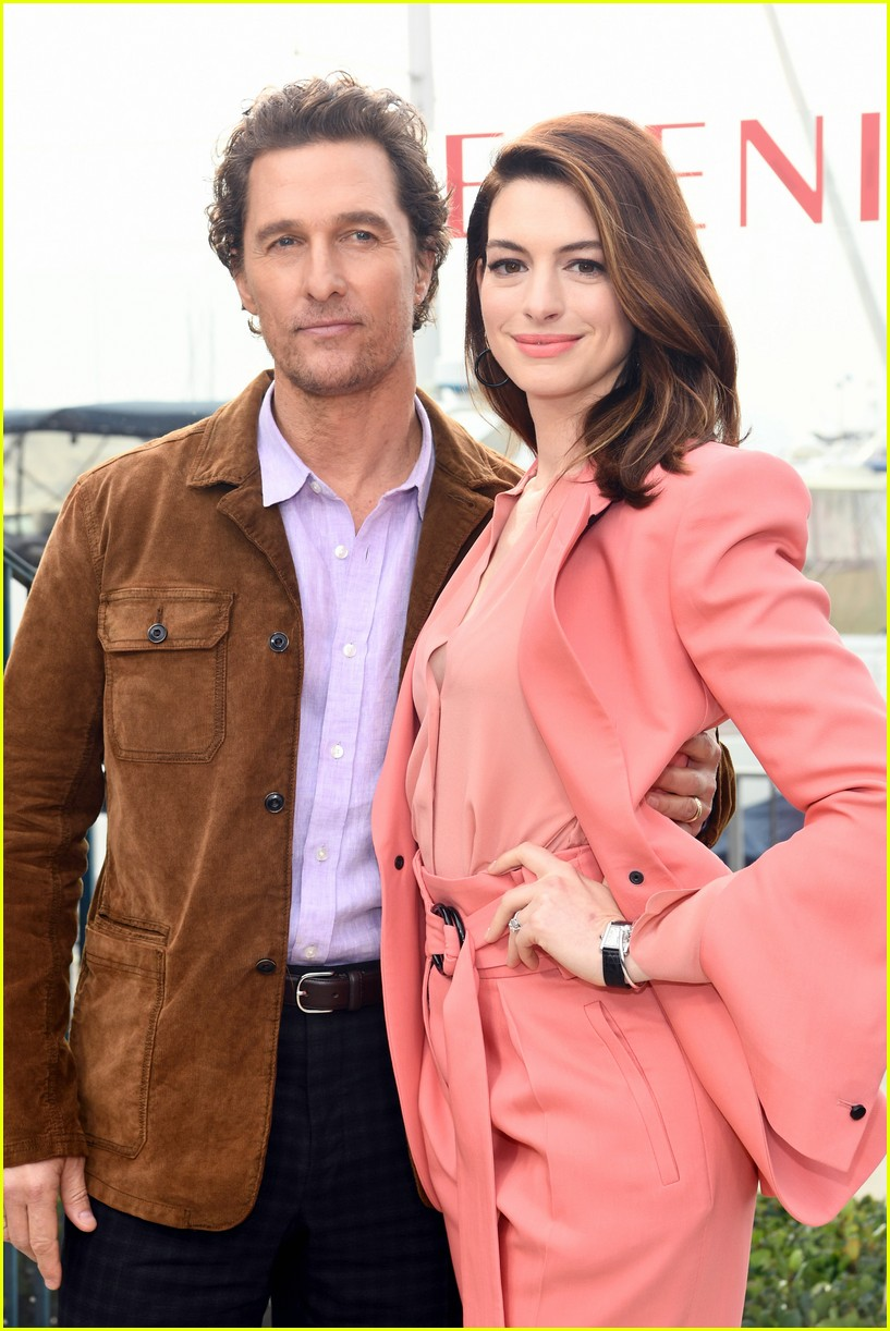 anne hathaway and matthew mcconaughey look sharp at serenity photo call 11