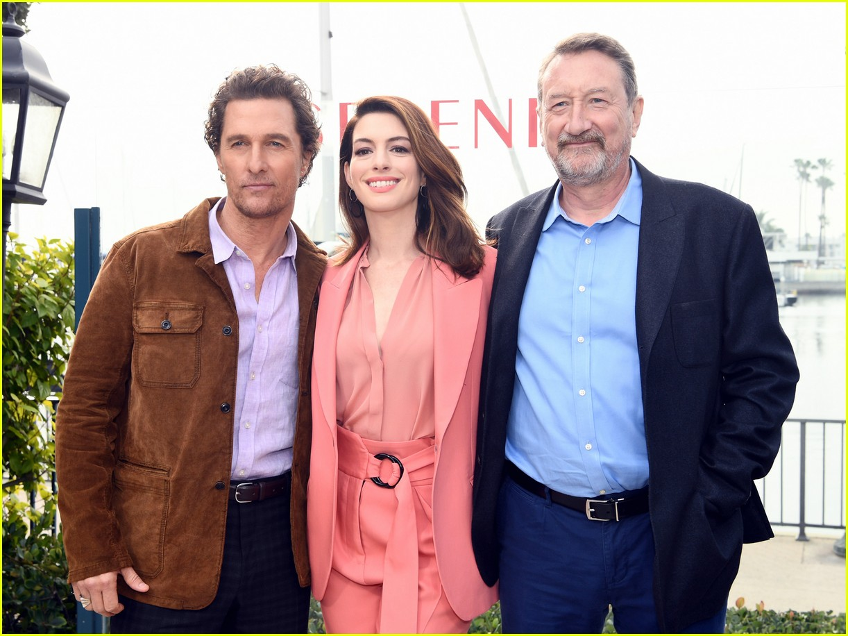 anne hathaway and matthew mcconaughey look sharp at serenity photo call 12