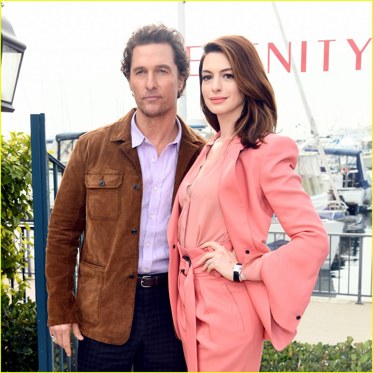 anne hathaway and matthew mcconaughey look sharp at serenity photo call 13