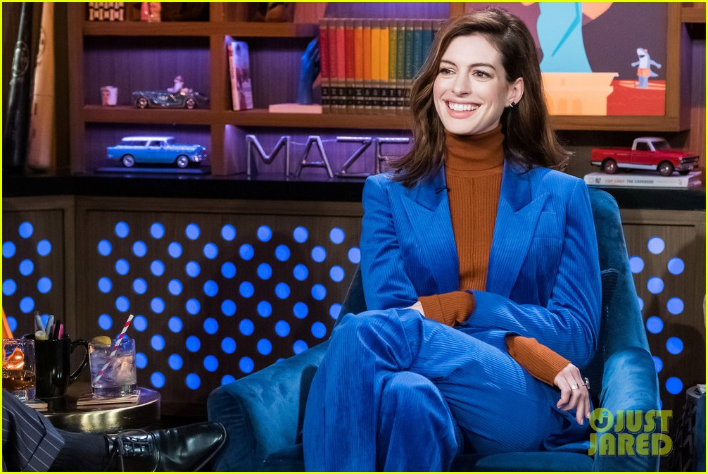 anne hathaway confirms theres a script for princess diaries 3 034216526