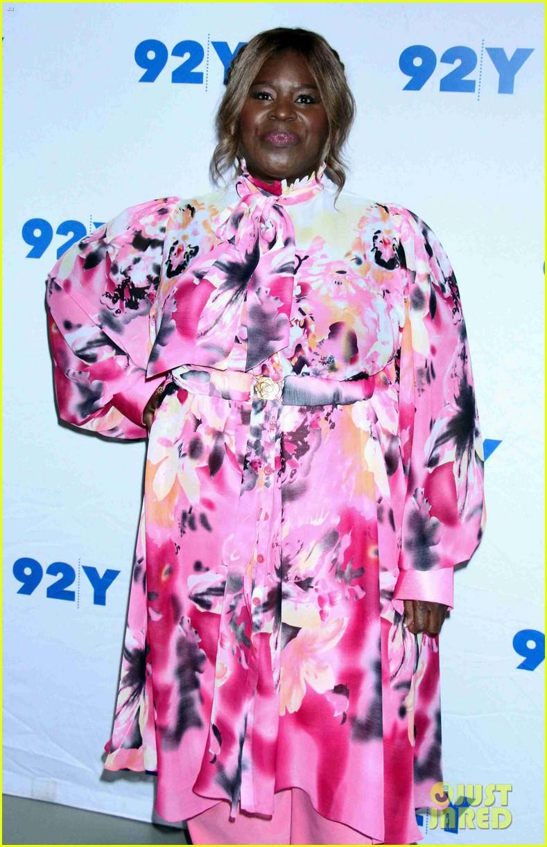 christina hendricks retta mae whitman set date for good girls season 2 044216478