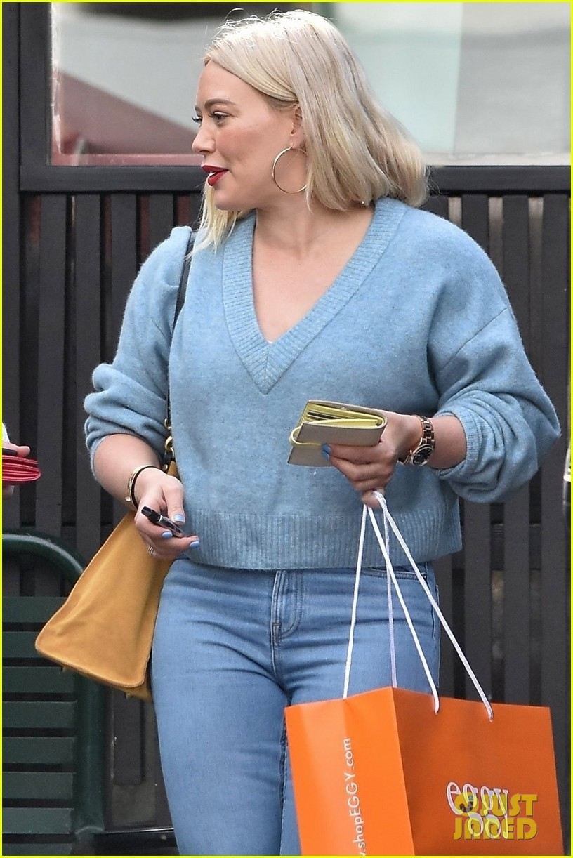 hilary duff bright blue lunch with friends 024219521