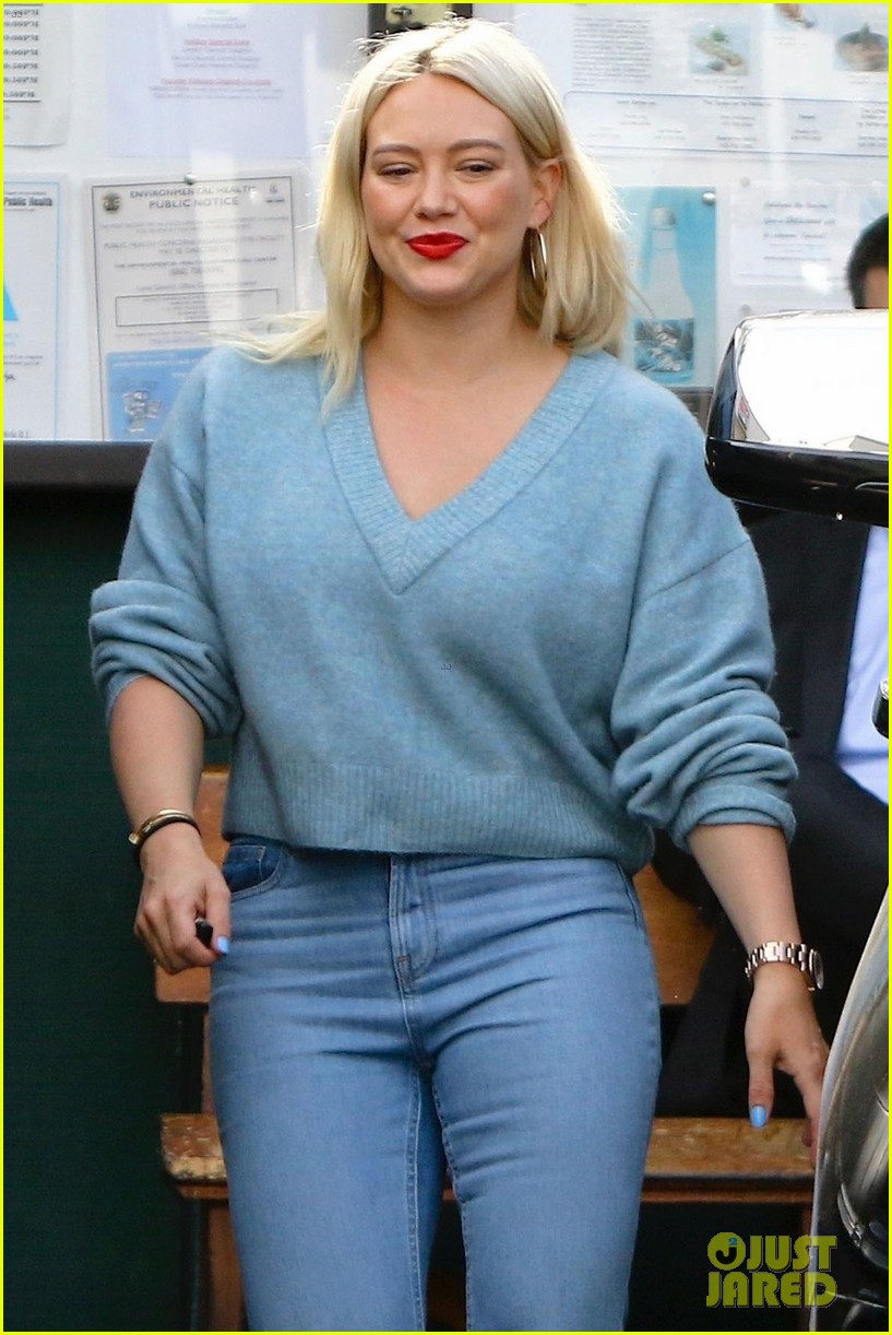 hilary duff bright blue lunch with friends 044219523