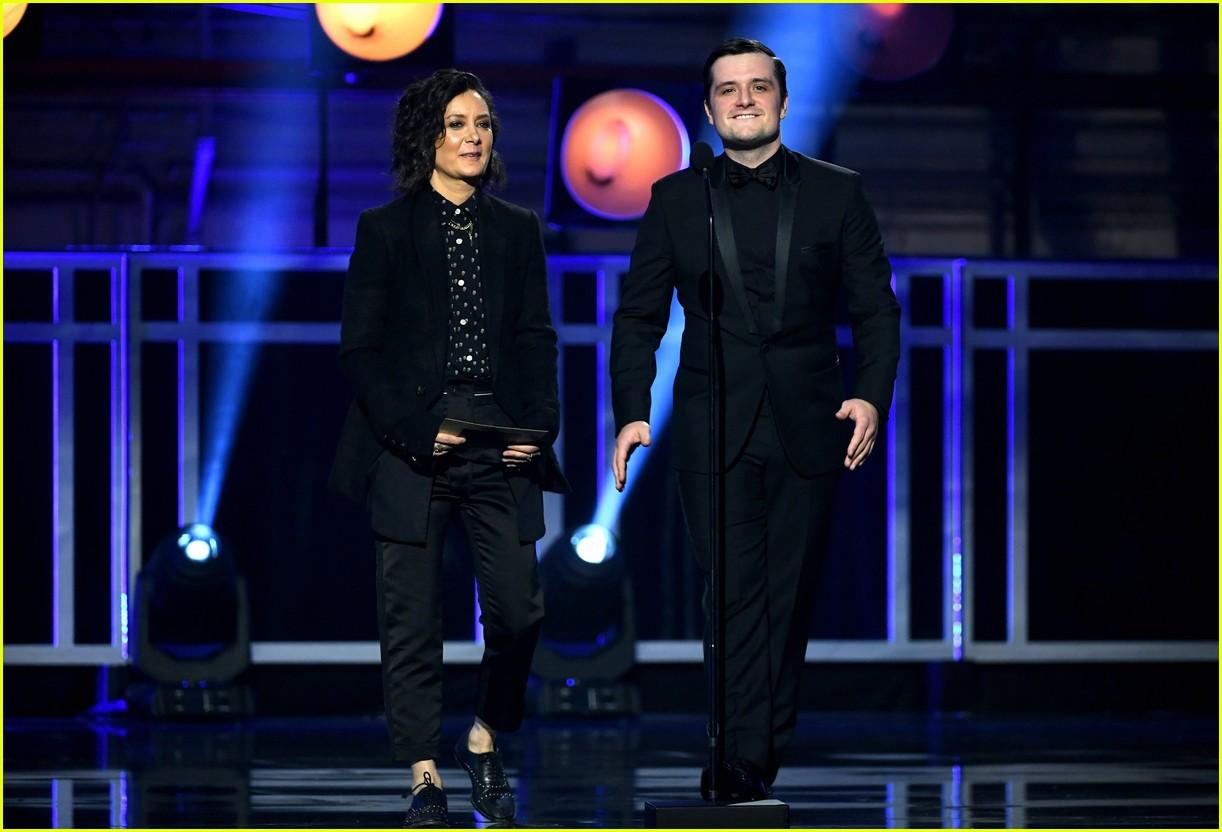 josh hutcherson and sara gilbert take the stage at critics choice awards 2019 10