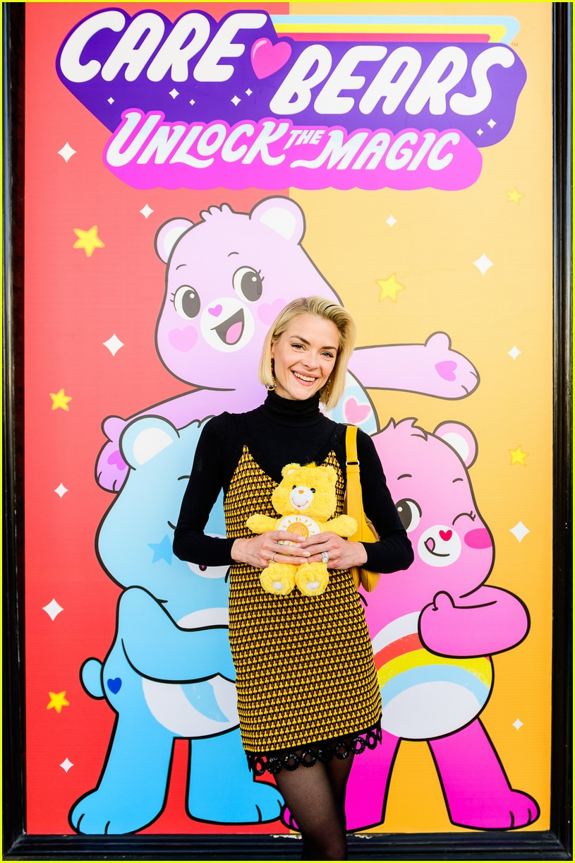 jaime king meets the care bears with her adorable kids 01
