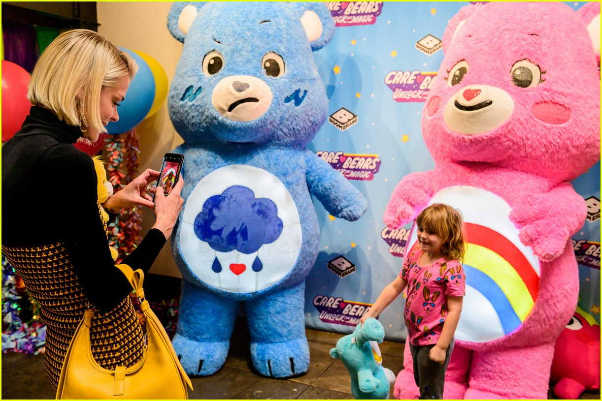 jaime king meets the care bears with her adorable kids 05