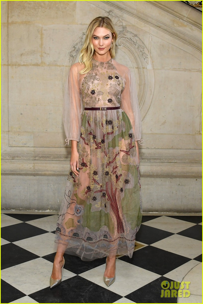 christian dior fashion show paris 214214601