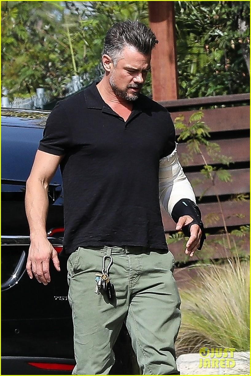 josh duhamel sports arm brace after elbow surgery 04