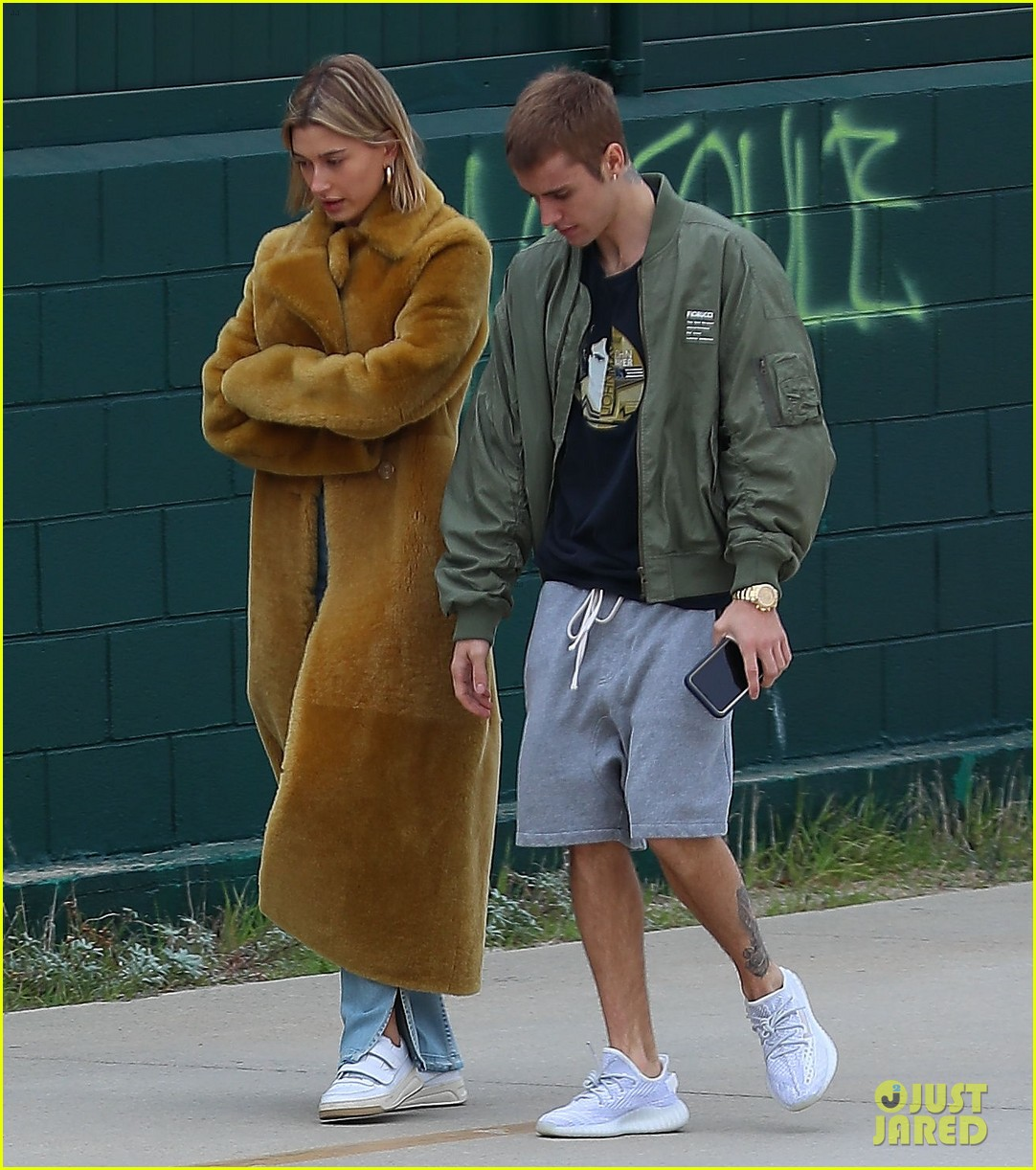 Justin & Hailey Bieber Go on a Stroll at Santa Monica ...