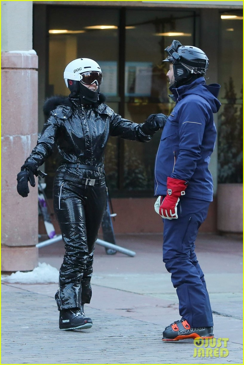 katy perry  u0026 orlando bloom share a kiss after snowboarding