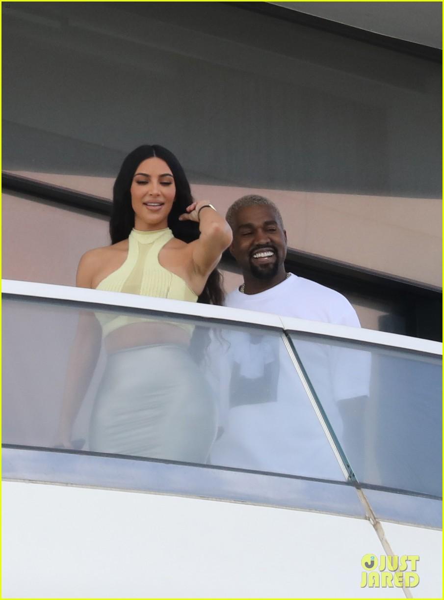 kim kardashian kanye west pda miami 014205458