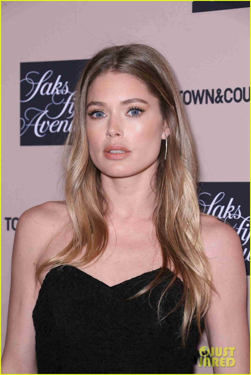 doutzen kroes kelly ripa hilary rhoda step out for town country jewelry awards 07